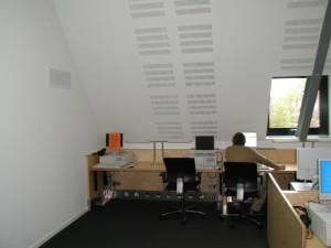 Universiteit Maastricht, computerruimte, verdringing onder het bureau
